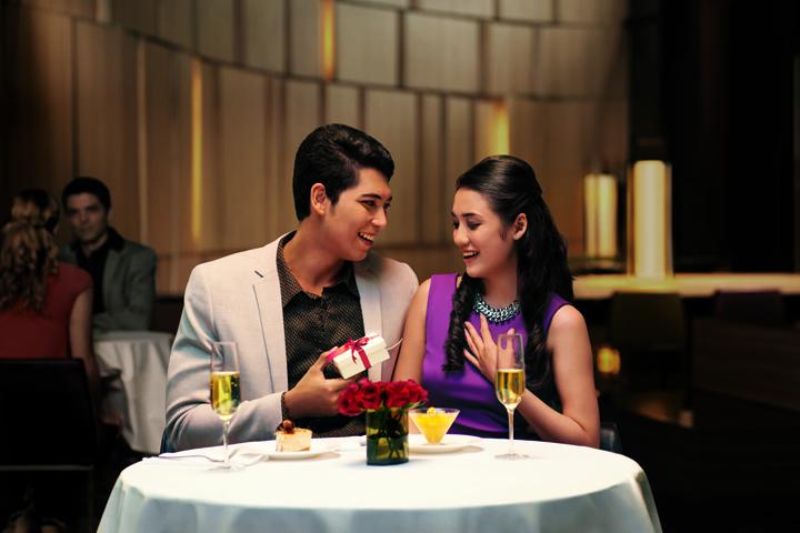 . Cùng vợ ăn tối trong một không gian lãng mạn