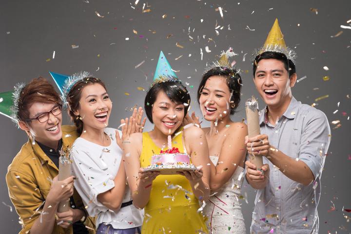 tiệc chúc mừng sinh nhật chị