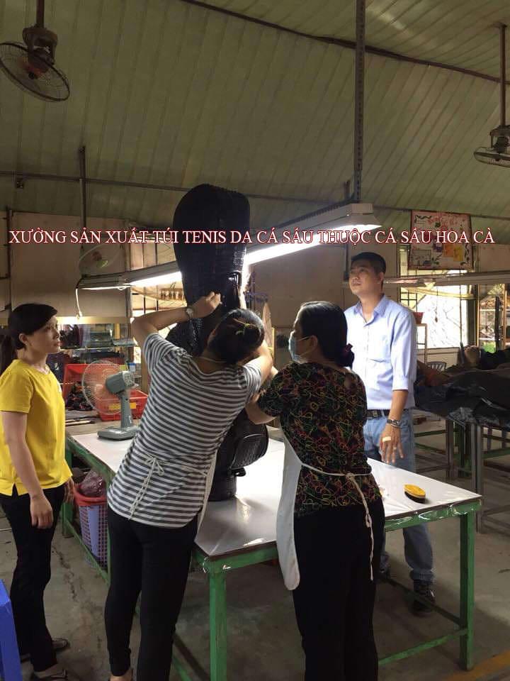 Xưởng làm sản phẩm thời trang da cá sấu Hoa Cà