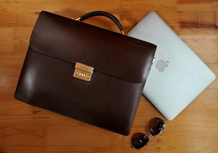 Briefcase (cặp táp)