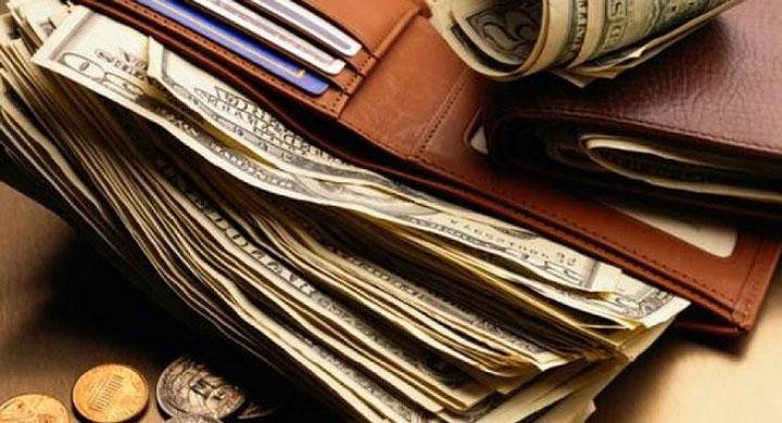 Làm gì sau khi mua ví tiền mới?