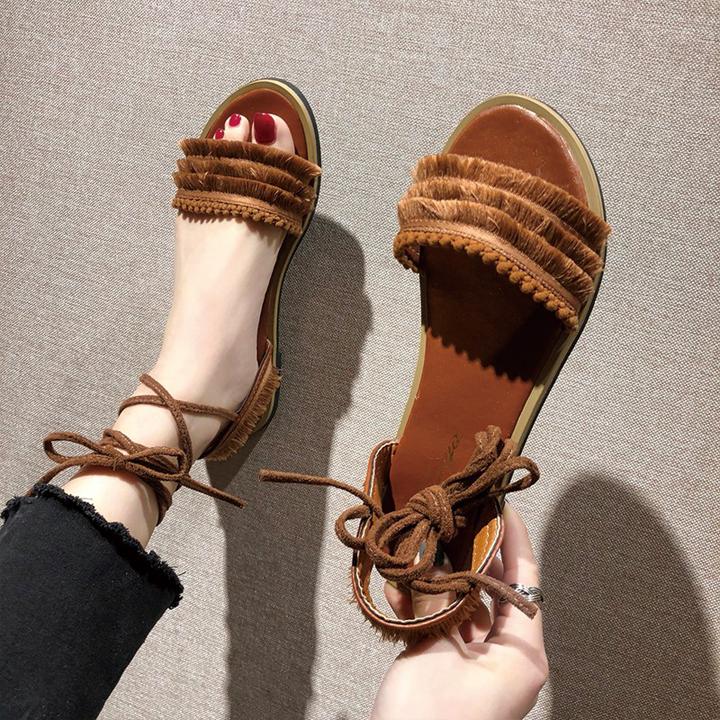 Giày buộc quai ngang cổ chân