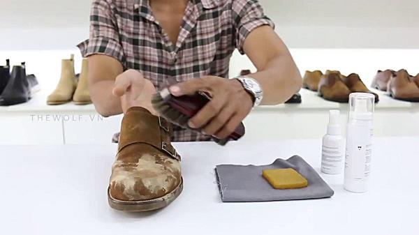 Cách khắc phục giày bị tróc