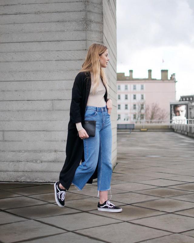 Phối đồ quần Jean với giày vans nữ