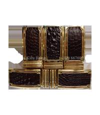 Mặt khóa dây nịt cá sấu khóa vàng.