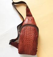 Túi bao tử da cá sấu kiểu túi đeo chéo màu nâu đỏ giá rẻ Kiều Hưng