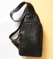 Túi bao tử da cá sấu kiểu túi đeo chéo màu đen giá rẻ tại Kiều Hưng