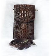 Túi đeo điện thoại cá sấu Kiều Hưng LM3199. màu nâu. Hàng có sẵn